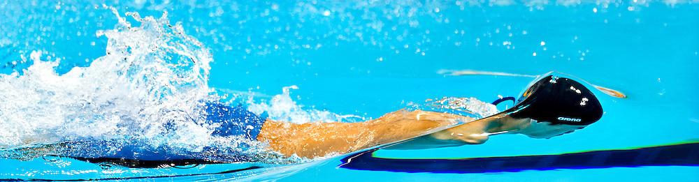 Groot-Brittannie, Londen, 04-09-2012.<br /> Paralympics.<br /> Zwemmen, Mannen, 50 meter vrije slag S6, Finale.<br /> Tao Zheng uit China komt doordat hij geen armen heeft de gehele 50 meter niet boven met zijn hoofd. Zheng wint brons.<br /> Foto : Klaas Jan van der Weij