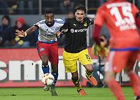 Fotball<br /> Tyskland<br /> 20.11.2015<br /> Foto: Witters/Digitalsport<br /> NORWAY ONLY<br /> <br /> v.l. Johan Djourou (HSV), Mats Hummels<br /> Fussball Bundesliga, Hamburger SV - Borussia Dortmund 3:1