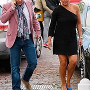 NLD/Naarden/20120422 - Inloop gasten verjaardagsfeest Monique des Bouvrie, Caroline Tensen en partner Peter Gallas
