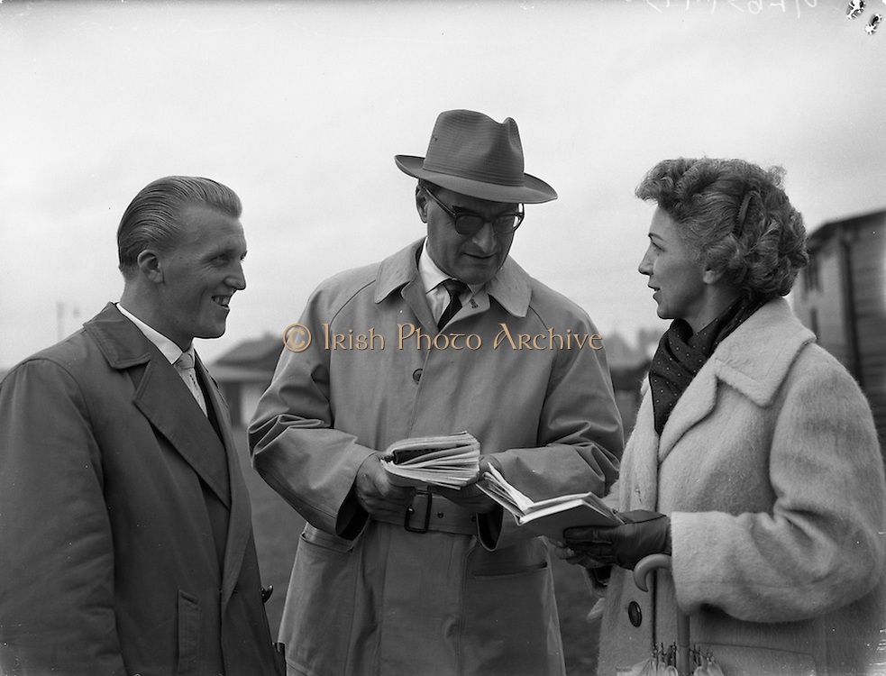 21/09/1960<br /> 09/21/1960<br /> 21 September 1960<br /> Goffs Bloodstock Sales at Ballsbridge, Dublin. Among the foreign buyers at the September sales were Mr Egon Wanke, (centre), Vienna, Austria, who had bought seven horses. Included is Mrs Wanke and Mr J. Koch.