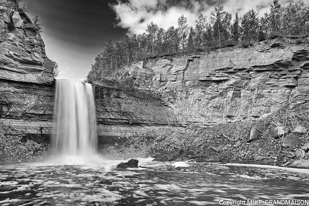 Little Buffalo River Falls <br />Little Buffalo River Falls Territorial Park<br />Northwest Territories<br />Canada