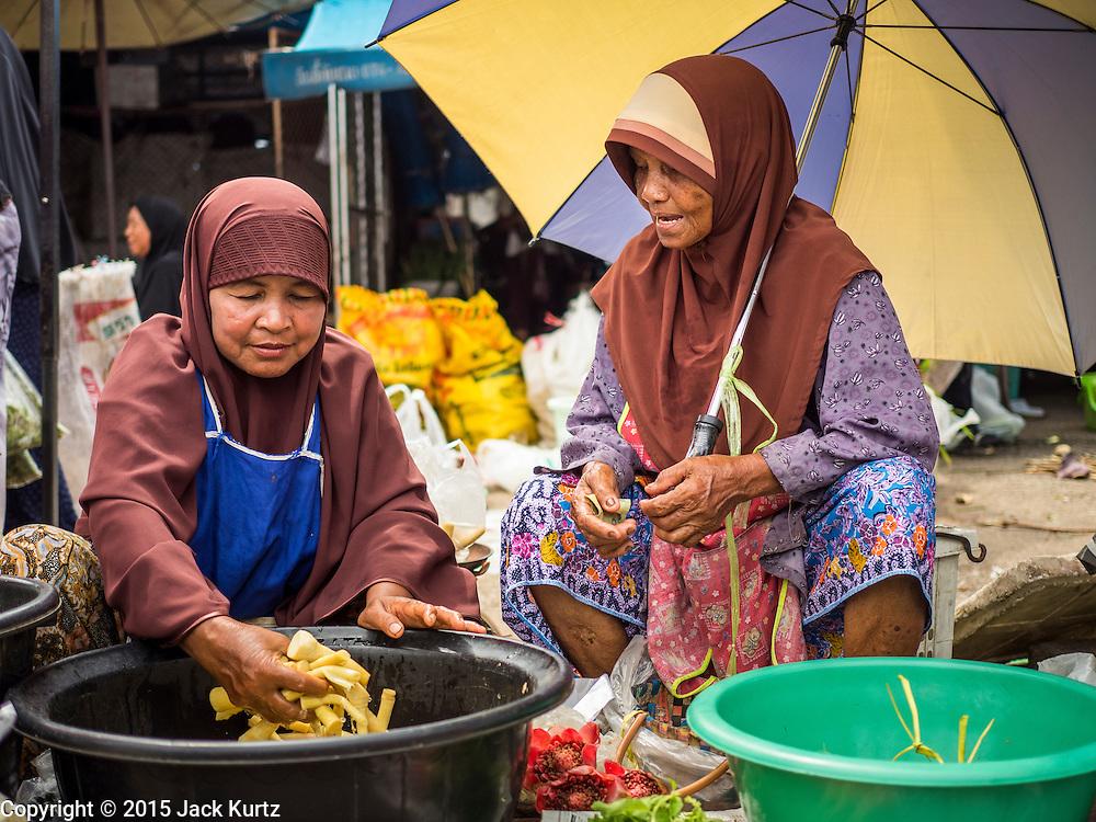15 JUNE 2105 - NARATHIWAT, NARATHIWAT, THAILAND:   Market vendors in the market in Narathiwat.     PHOTO BY JACK KURTZ