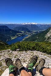 THEMENBILD - Tiefblick vom Backenstein auf die Gemeinde Grundlsee, die am 11. Juni 2017 als neunte steirische Gemeinde zum Luftkurort ernannt wurde, aufgenommen am 11. Juni 2017 in Grundlsee, Österreich // keen insight from the Backenstein to Grundlsee in Styria, which was appointet as a climatic spa on 2017/06/11, Grundlsee, Austria. EXPA Pictures © 2017, PhotoCredit: EXPA/ Martin Huber