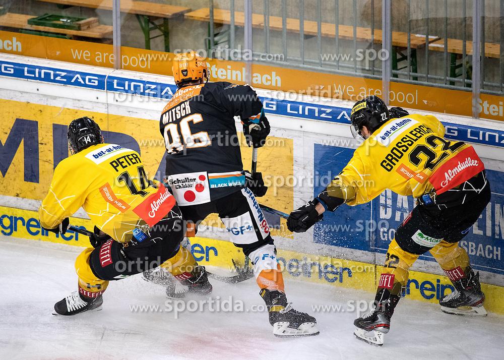 05.01.2021, Keine Sorgen Eisarena, Linz, AUT, ICE, Black Wings 1992 vs Vienna Capitals, 33. Runde, Grunddurchgang, im Bild v.l. Patrick Peter (spusu Vienna Capitals), Jakob Mitsch (Steinbach Black Wings 1992), Julian Grosslercher (spusu Vienna Capitals) // during the bet-at-home ICE Hockey League 33th round match between Black Wings 1992 and Vienna Capitals at the Keine Sorgen Eisarena in Linz, Austria on 2021/01/05. EXPA Pictures © 2020, PhotoCredit: EXPA/ Reinhard Eisenbauer