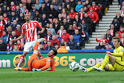 Stoke City's Steven N'Zonzi scores a goal after capitalising on Tottenham Hotspur's Hugo Lloris' mistake  - Photo mandatory by-line: Dougie Allward/JMP - Mobile: 07966 386802 - 09/05/2015 - SPORT - Football - Stoke - Britannia Stadium<br />  - Stoke v Tottenham Hotspur - Barclays Premier League