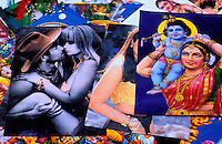 Nepal -  Vallée de Kathmandu - Kathmandu - Vendeur d'affiche sur Asan Tole