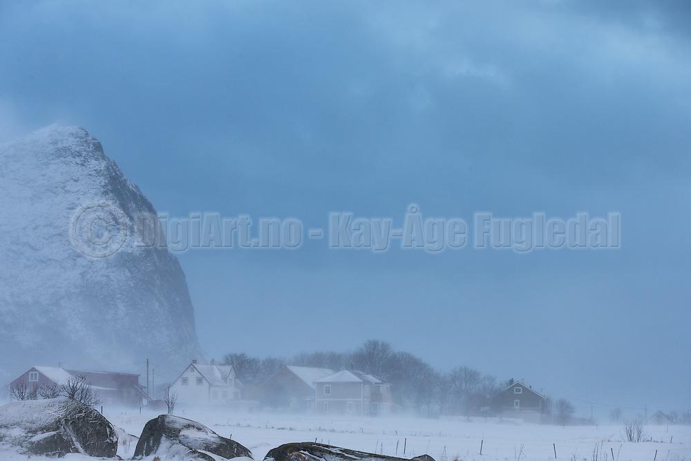Strong wind and drifting snow at Flø, Norway   Sterk vind og snøfokk på Flø, Norge