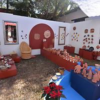 TOLUCA, México.- (Diciembre 14, 2018).- La Secretaria de Cultura realiza el  Tianguis de Arte, en donde se reúne el trabajo de 90 artistas plásticos y 30 artesanos de renombre y consagración consagrada, este evento busca fomentar la venta y compra de arte y artesanías entre la población. Agencia MVT / Crisanta Espinosa.