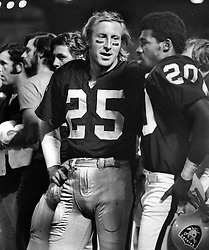 Raiders Fred Biletnikoff and Jimmy Warren (1972 photo by Ron Riesterer)