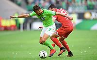 v.l. Daniel Caligiuri (Wolfsburg), Levin Oeztunali<br /> Wolfsburg, 02.10.2016, Fussball Bundesliga, VfL Wolfsburg - 1. FSV Mainz 05<br /> <br /> Norway only
