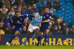 MANCHESTER, ENGLAND - Monday, February 25, 2008: Everton's Jolean Lescott and Tim Cahill tackle Manchester City's Mwaruwari Benjani during the Premiership match at the City of Manchester Stadium. (Photo by David Rawcliffe/Propaganda)