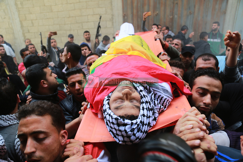 April 13, 2018 - Khan Yunis, Gaza Strip - Palestinians mourners carry the body of Abdullah al-Shehrif, 28, who was killed in clashes between Palestinian protesters and Israeli troops along the Israel-Gaza border, during his funeral in Khan Yunis. (Credit Image: © Momen Faiz/NurPhoto via ZUMA Press)