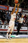 DESCRIZIONE : Caserta Lega A 2015-16 Pasta Reggia Caserta Betaland Capo d'Orlando<br /> GIOCATORE : Peyton Siva<br /> CATEGORIA : tiro tre punti<br /> SQUADRA : Pasta Reggia Caserta <br /> EVENTO : Campionato Lega A 2015-2016 <br /> GARA : Pasta Reggia Caserta Betaland Capo d'Orlando<br /> DATA : 08/11/2015<br /> SPORT : Pallacanestro <br /> AUTORE : Agenzia Ciamillo-Castoria/A. De Lise <br /> Galleria : Lega Basket A 2015-2016 <br /> Fotonotizia : Caserta Lega A 2015-16 Pasta Reggia Caserta Betaland Capo d'Orlando