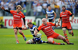 Stuart Hooper of Bath Rugby competes with Dan Cole of Leicester Tigers for the ball - Photo mandatory by-line: Patrick Khachfe/JMP - Mobile: 07966 386802 23/05/2015 - SPORT - RUGBY UNION - Bath - The Recreation Ground - Bath Rugby v Leicester Tigers - Aviva Premiership Semi-Final