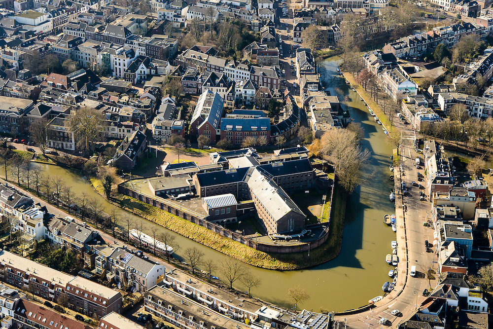 Nederland, Utrecht, Utrecht, 18-02-2015; gevangenis aan het Wolvenplein op het vroegere bolwerk Wolvenburg. Penitentiaire Inrichting (PI) voor veelplegers en verslaafden. Stadsgevangenis of Huis van Bewaring Wolvenplein.<br /> Prison on the former stronghold Wolves Burg. Penitentiary Institution (PI) for persistent offenders and addicts. City Jail. <br /> luchtfoto (toeslag op standard tarieven);<br /> aerial photo (additional fee required);<br /> copyright foto/photo Siebe Swart