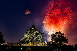 July 4, 2018 - Washington D.C. - Fireworks display on the National Mall as seen from the Marine Corps Memorial located in Arlington Virginia. (Credit Image: © Michael Jordan via ZUMA Wire)