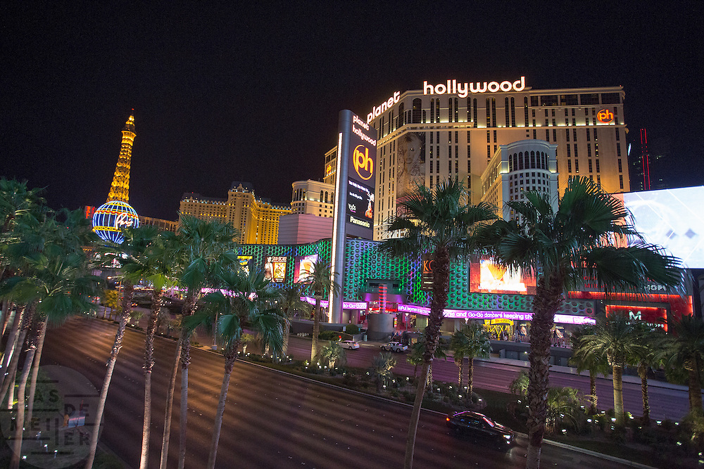 Casino's op de zogenaamde strip in Las Vegas. Las Vegas is wereldberoemd om de casino's en de hotels. Ieder casino heeft een eigen thema en het ene casino is nog uitbundiger en groter dan het ander. De meeste casino's liggen aan de Las Vegas Boulevard, ook wel De Strip genoemd.<br /> <br /> Casinos on the so-called strip in Las Vegas. Las Vegas is famous for its casinos and hotels. Each casino has its own theme and one casino is even more exuberant and larger than the other. Most casinos are located on Las Vegas Boulevard also known as The Strip.