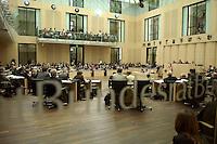 09 JUL 2004, BERLIN/GERMANY:<br /> Uebersicht Plenarsaal des Bundesrates, waehrend der Bundesratsdebatte zur grossen Arbeitsmarktreform Hartz IV<br /> IMAGE: 20040709-01-040<br /> KEYWORDS: Sitzung, Plenum, Übersicht, Saal