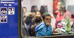 12.09.2015, Hauptbahnhof Salzburg, AUT, Fluechtlinge am Hauptbahnhof Salzburg auf ihrer Reise nach Deutschland, im Bild ein Flüchtlingskind wartet auf die Abfahrt des Zuges nach Muenchen. Der ÖBB Zugsverkehr nach Deutschland wurde eingestellt // A refugee child is waiting for the departure of the train to Munich. According to reports Germany has stoped the Train Traffic from and into Austria, Main Train Station, Salzburg, Austria on 2015/09/12. EXPA Pictures © 2015, PhotoCredit: EXPA/ JFK
