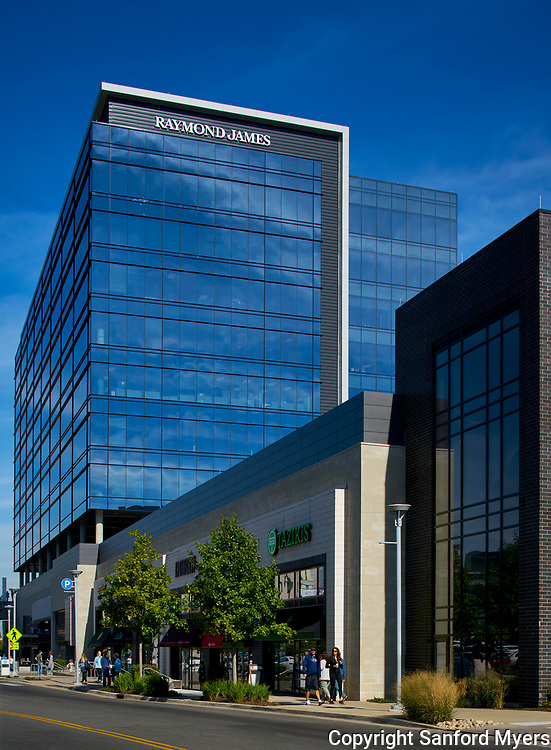 The contemporary Gulch Crossing building located in the Sobro district of Nashville, TN. The building is run by MarketStreet Enterprises. Image by Nashville architectural and interior photographer Sanford Myers.