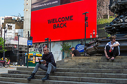 """© Licensed to London News Pictures. 19/07/2021. LONDON, UK. A Welcome Back message is displayed on the big digital screens at Piccadilly Circus on what has been dubbed """"Freedom Day"""", when the UK government has eased remaining coronavirus lockdown restrictions.  This comes against a backdrop of a rising number of daily positive cases, large numbers being required to self-isolate after being notified by the NHS app on their smartphones, including Boris Johnson, Prime Minister, Rishi Sunak, Chancellor, and Sajiv Javid, Health Secretary.  Photo credit: Stephen Chung/LNP"""