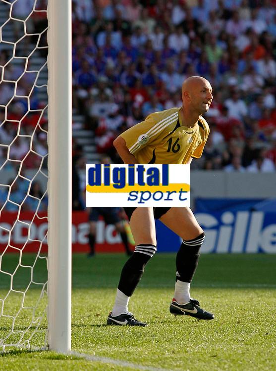 Photo: Glyn Thomas.<br />France v Switzerland. Group G, FIFA World Cup 2006. 13/06/2006.<br /> France's goalkeeper Fabien Barthez.