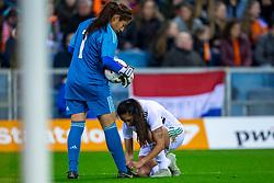 05-04-2019 NED: Netherlands - Mexico, Arnhem<br /> Friendly match in GelreDome Arnhem. Netherlands win 2-0 / Goalkeeper Cecilia Santiago #1 of Mexico, Bianca Sierra #3 of Mexico