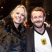 NLD/Amsterdam/20160311 - Inloop Boekenbal 2016, Nicole Disbergen en partner Kluun, Raymond van de Klundert