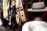 ACESORIOS PARA MONTAR A CABALLO EN LA FERIA ESPECIAL EN CARMEN DE ARECO, PROVINCIA DE BUENOS AIRES, ARGENTINA