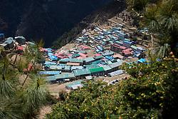 """THEMENBILD - Namche Bazaar. Wanderung im Sagarmatha National Park in Nepal, in dem sich auch sein Namensgeber, der Mount Everest, befinden. In Nepali heißt der Everest Sagarmatha, was übersetzt """"Stirn des Himmels"""" bedeutet. Die Wanderung führte von Lukla über Namche Bazar und Gokyo bis ins Everest Base Camp und zum Gipfel des 6189m hohen Island Peak. Aufgenommen am 10.05.2018 in Nepal // Trekkingtour in the Sagarmatha National Park. Nepal on 2018/05/10. EXPA Pictures © 2018, PhotoCredit: EXPA/ Michael Gruber"""