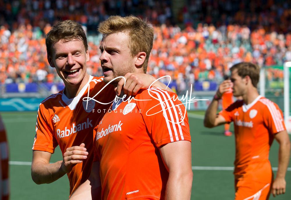 DEN HAAG - Mink van de Weerden en Jelle Galema (l)   na de halve finale wedstrijd tussen de mannen van Nederland en Engeland (1-0) voor de World Cup Hockey 20124. ANP KOEN SUYK