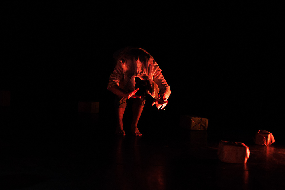 """Present"" by the company Un-Label (Pfefferberg Theater, Berlin 2018)."