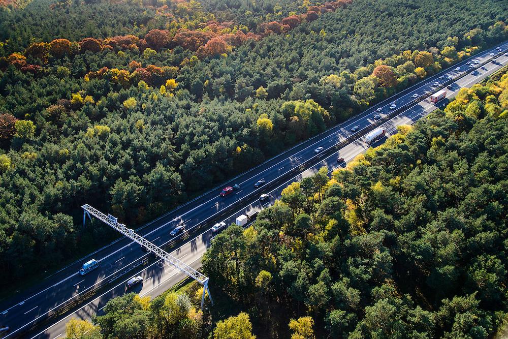 Nederland, Gelderland, Ede, 24-10-2013. Avondspits begint in de namiddag op autosnelweg A12 tussen Ede en Arnhem en doorkruist de bossen in herfstkleuren van de Veluwe.<br /> Traffic in autumn in central Netherlands, on motorway A12 between woods of nature area De Veluwe.<br /> luchtfoto (toeslag op standaard tarieven);<br /> aerial photo (additional fee required);<br /> copyright foto/photo Siebe Swart.<br /> luchtfoto (toeslag op standaard tarieven);<br /> aerial photo (additional fee required);<br /> copyright foto/photo Siebe Swart.
