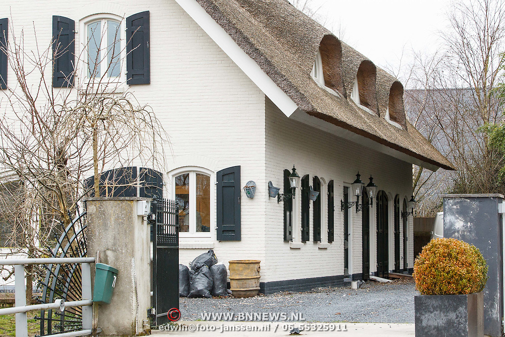 NLD/Amstelveen/20150326 - Nieuwe woning voor Gregory van der Wiel,