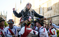© Licensed to London News Pictures. 01/05/2018. Oxford, UK. A woman is held aloft by Morris dancers in dress as they perform in the early hours of the morning in Oxford as part of May Day celebrations. Students were again prevented from jumping from Magdalen Bridge in to the river, which has historically been a tradition, due to injuries at a previous years event . Photo credit: Ben Cawthra/LNP