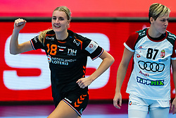 Kelly Dulfer of Netherlands, Zsuszanna Tomori of Hungary in action during the Women's EHF Euro 2020 match between Netherlands and Hungry at Sydbank Arena on december 08, 2020 in Kolding, Denmark (Photo by RHF Agency/Ronald Hoogendoorn)