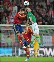 Fotball , 14. juni 2012 , Euro , Spania - Irland<br /> v.l. Gerard Piquel, Glenn Whelan (Irland)<br /> Norway only