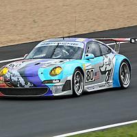 #80, Porsche 997 GT3 RSR, Flying Lizards Motorsports (drivers: Johannes van Overbeek, Jörg Bergmeister) at Le Mans 24H 2007