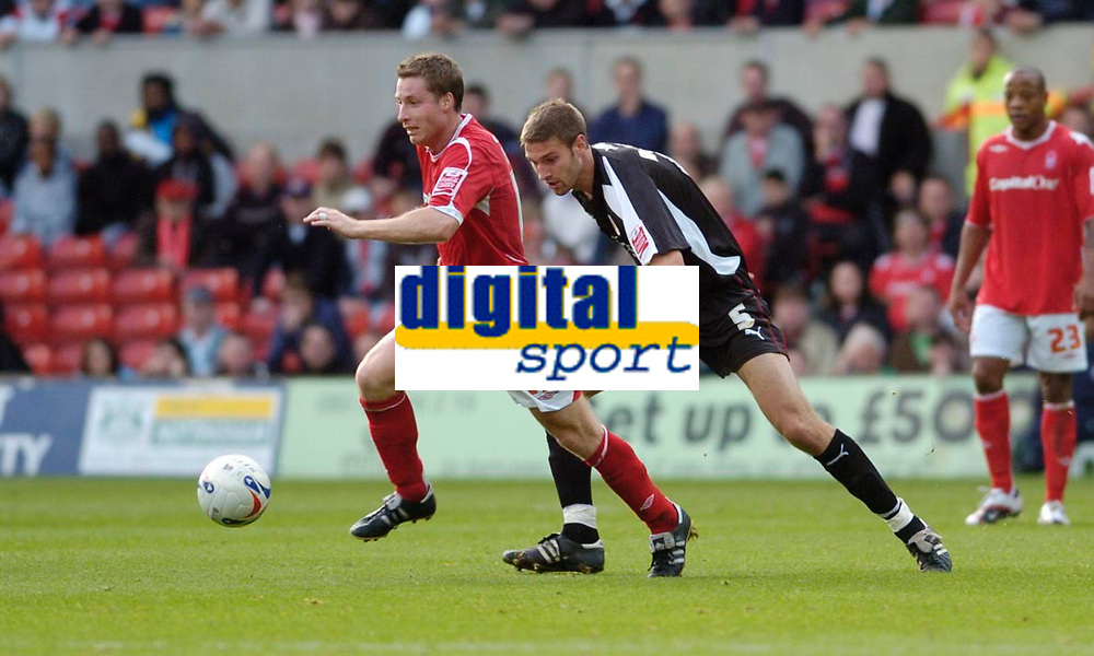 Photo: Leigh Quinnell.<br /> Nottingham Forest v Bristol City. Coca Cola League 1. 21/10/2006. Forests Neil Harris sprints away from Bristol Citys Jamie McCombe.