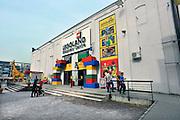 Duitsland, Duisburg, 6-5-2011Een van vroegere de binnenhavens van deze stad is onderdeel van Ruhr 2010. Een industriepark waarbij oude fabrieken en pakhuizen veranderd zijn in plaatsen voor cultuur en horeca. Hier Legoland.Foto: Flip Franssen/Hollandse Hoogte