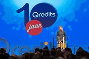 Koningin Maxima tijdens het jubileumsymposium ter gelegenheid van het tienjarig bestaan van Qredits-Microfinanciering Nederland.<br /> <br /> Queen Maxima during the jubilee symposium on the tenth anniversary of Qredits-Microfinanciering Nederland.<br /> <br /> Op de foto / On the photo: Aankomst / Arrival