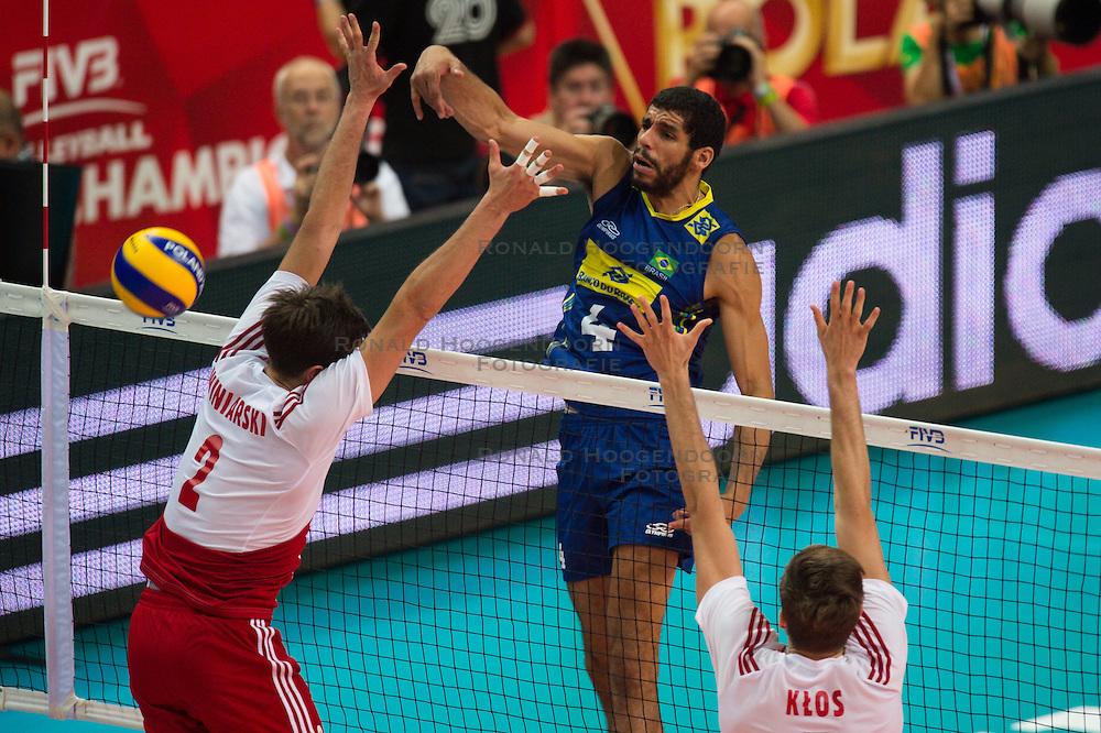 21-09-2014 POL: FIVB WK Finale Polen - Brazilie, Katowice<br /> Block / Doppelblock Michal Winiarski (#2 POL), Karol Klos (#7 POL) - Angriff Wallace de Souza (#4 BRA)<br /> <br /> ***NETHERLANDS ONLY***