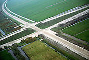 Nederland, polder Tiendsweg (ten N van Hardinxveld - Giessendam), 17-10-2001; aanleg Betuweroute (het zandlichaam loopt van linksboven-rechtsonder), lokale weg krijgt viaduct over toekomstig spoor; zand voor viaduct moet inklinken en is inmiddels voorzien van toplaag van aarde, begroeid met gras; landschap infrastructuur.<br /> luchtfoto (toeslag), aerial photo (additional fee)<br /> photo/foto Siebe Swart