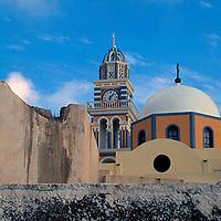 Europe, Mediterranean, Aegean, Greece, Greek Islands, Santorini, Thira. Scenic view of Santorini architecture.