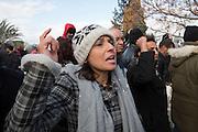 """Participante anonyme criant """"martyre martyre, on va continuer ta lute"""" pendant l'impressionant hommage du peuple Tunisien à Chokri Belaid au cimentiere Jallez, bravant le gaz lacrimogène, plus de 40.000 personnes lui rendent un hommage ce 8 fevrier 2013 et manifestent au même moment contre la violence politique en Tunisie et contre Enna"""