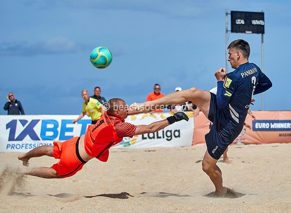 NAZARE, PORTUGAL - JUNE 5: Andrei Pankratov of Delta and Patrick Sobczak of BSC Boca Gdansk during the Euro Winners Cup Nazaré 2019 at Nazaré Beach on June 5, 2019 in Nazaré, Portugal. (Photo by Jose M. Alvarez)