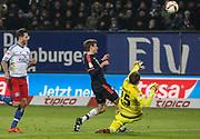 Fussball: 1. Bundesliga, Hamburger SV - FC Bayern Muenchen, Hamburg, 22.01.2016<br /> <br /> Elfmeter, Foul: Torwart Rene Adler (HSV, l.) - Thomas Mueller (Bayern))<br /> <br /> © Torsten Helmke