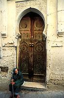 Maroc - Fès - Les souks de Fès el Bali - Porte dans la Medina