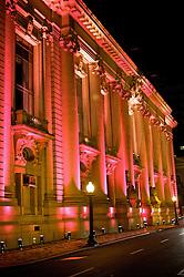 O Palácio Piratini, no centro de Porto Alegre iluminado de no mês de outubro representando a capital gaúcha e o Estado do Rio Grande do Sul, na luta contra o câncer de mama. FOTO: Jefferson Bernardes/Preview.com