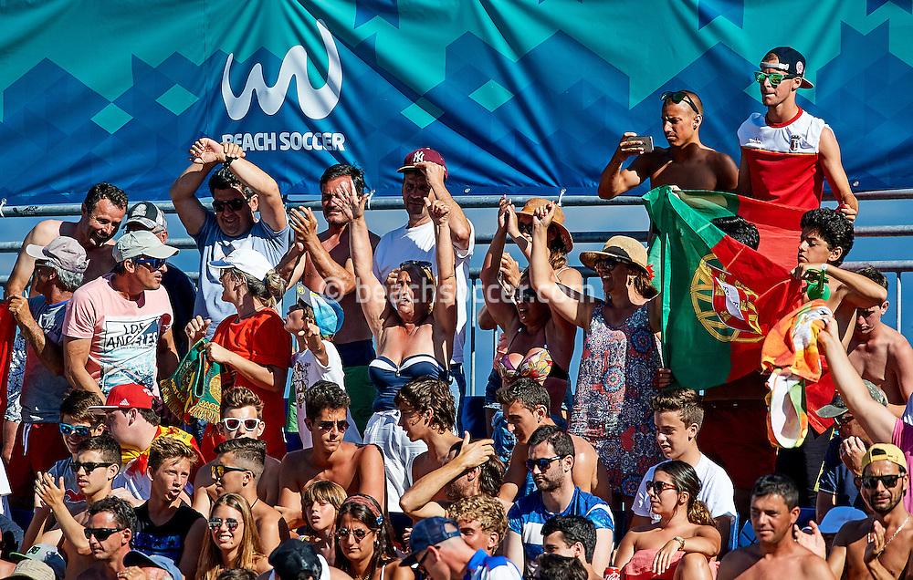 Spectators during the Euro Beach Soccer League 2016 in Sanxenxo. (Photo by Manuel Queimadelos)